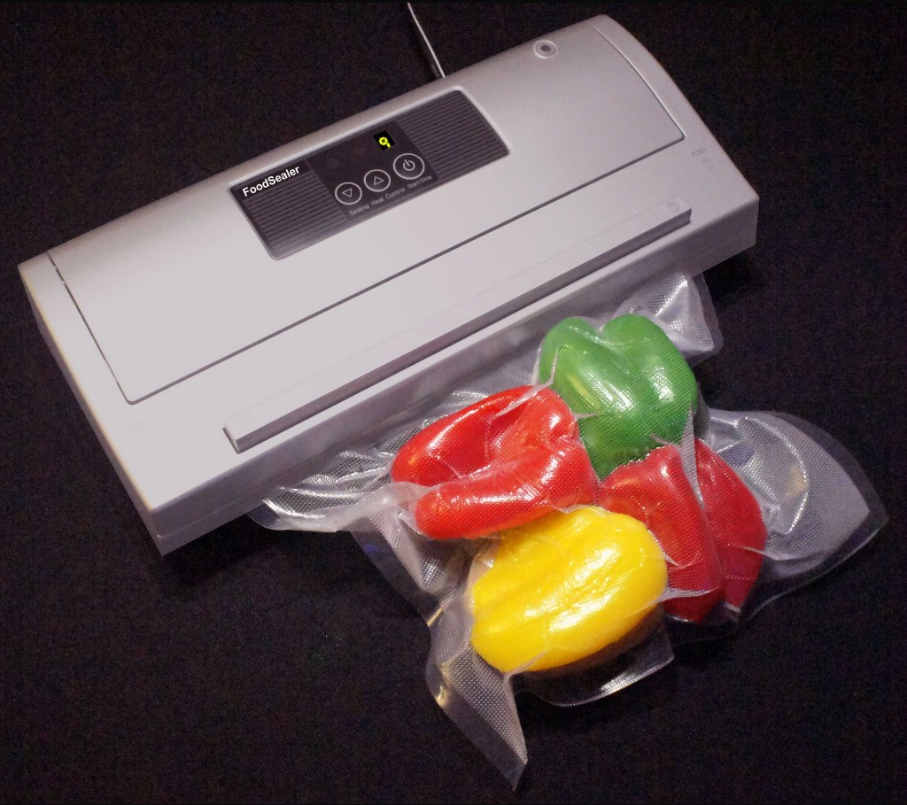 Mix 900 Bags + Ultra Quiet Semi Auto Silver FoodSealer Vacuum Sealer and Pt., Qt., Gal. Vacuum Bags